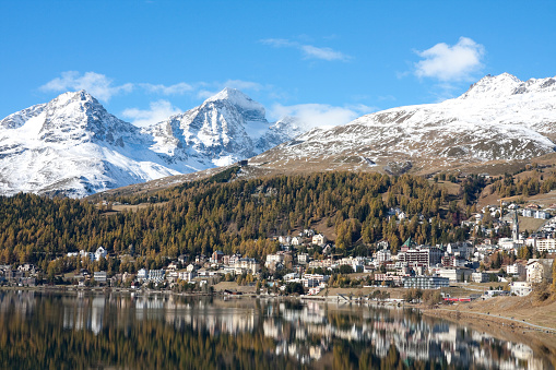 St Moritz「Indian Summer: St.Moritz Lake with yellow Larchs and Snow Mountains」:スマホ壁紙(11)