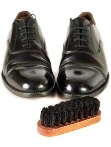 Polishing「Black Shoes with Polishing Brush」:スマホ壁紙(15)