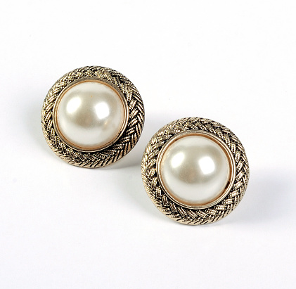 Earring「A pair of gold framed pearl stud earrings」:スマホ壁紙(11)