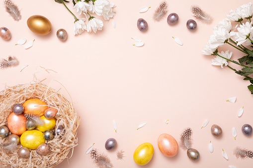 Easter「Gift card with colorful easter eggs on pink background for banner design. Beautiful spring card. Happy easter concept.」:スマホ壁紙(7)