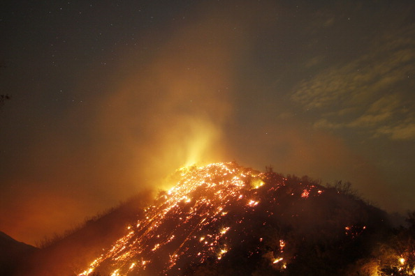星空「Williams Fire Burns In The Angeles National Forest」:写真・画像(3)[壁紙.com]