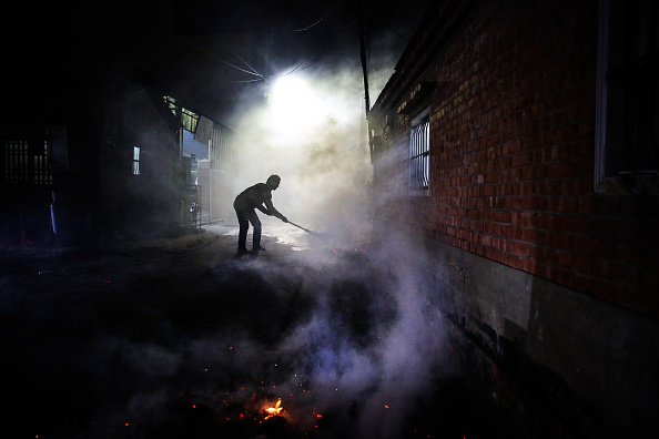 "Billy H.C「Taiwanese Celebrate ""The World's Most Dangerous Fireworks Festival""」:写真・画像(4)[壁紙.com]"