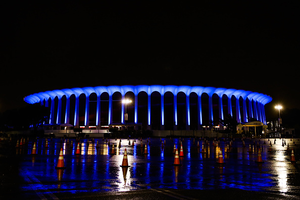 Blue「Across U.S., Stadiums, Landmarks Illuminated In Blue To Honor Essential Workers」:写真・画像(3)[壁紙.com]