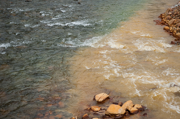 アニマス川「Federal Cleanup Crew Spills 3 Million Gallons Of Toxic Mine Waste In Colorado's Animas River」:写真・画像(5)[壁紙.com]