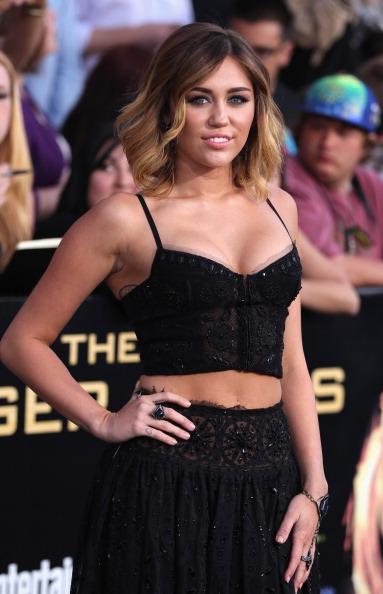 "Three Quarter Length「Premiere Of Liongate's ""The Hunger Games"" - Arrivals」:写真・画像(15)[壁紙.com]"