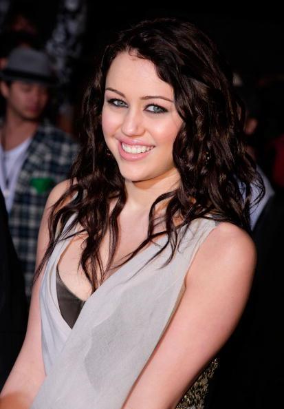 El Capitan Theatre「Disney Premiere Of Hannah Montana & Miley Cyrus - Arrivals」:写真・画像(8)[壁紙.com]