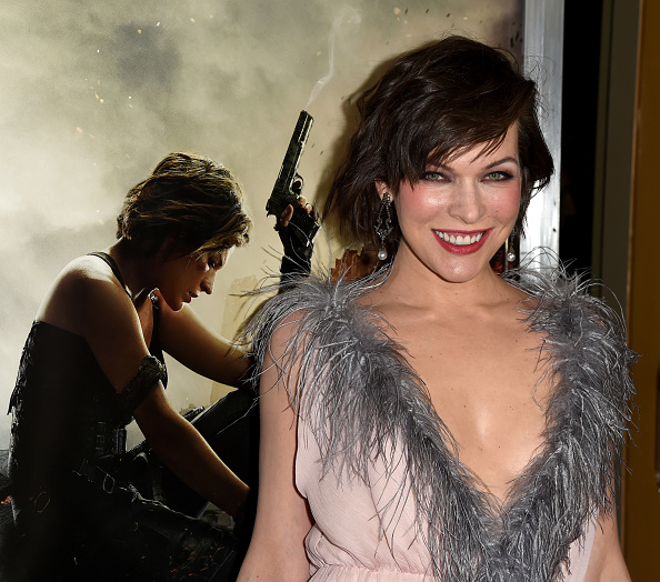 ミラ・ジョヴォヴィッチ「Premiere Of Sony Pictures Releasing's 'Resident Evil: The Final Chapter' - Red Carpet」:写真・画像(8)[壁紙.com]