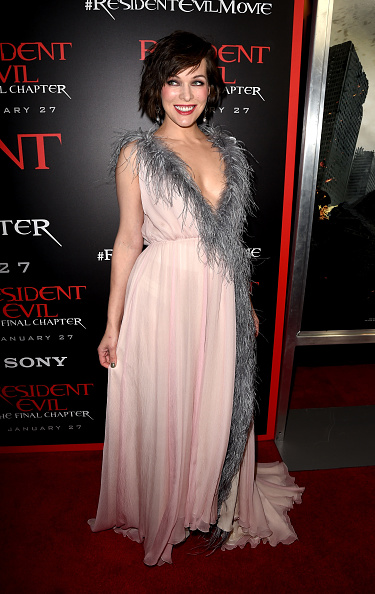 ミラ・ジョヴォヴィッチ「Premiere Of Sony Pictures Releasing's 'Resident Evil: The Final Chapter' - Red Carpet」:写真・画像(12)[壁紙.com]