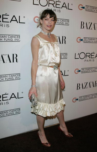 ミラ・ジョヴォヴィッチ「L'oreal Paris Presents 'As Seen In... Harper's Bazaar' - Arrivals」:写真・画像(12)[壁紙.com]