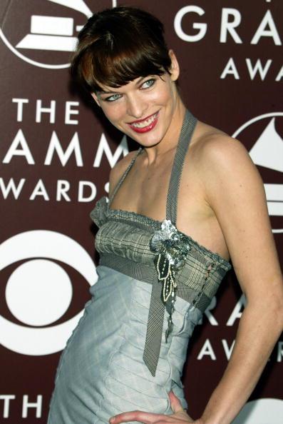 ミラ・ジョヴォヴィッチ「The 47th Annual Grammy Awards - Arrivals」:写真・画像(13)[壁紙.com]
