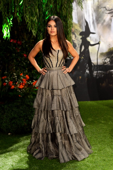 Gray Dress「Oz: The Great And Powerful - UK Premiere - Red Carpet Arrivals」:写真・画像(19)[壁紙.com]