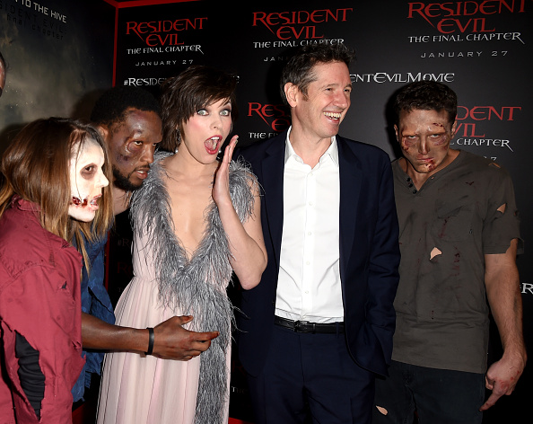 ミラ・ジョヴォヴィッチ「Premiere Of Sony Pictures Releasing's 'Resident Evil: The Final Chapter' - Red Carpet」:写真・画像(18)[壁紙.com]