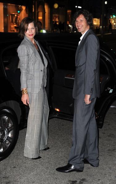 ミラ・ジョヴォヴィッチ「Tom Ford Beverly Hills Flagship Store Opening - Arrivals」:写真・画像(0)[壁紙.com]