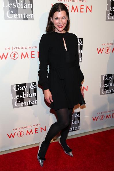 ミラ・ジョヴォヴィッチ「The L.A. Gay & Lesbian Center's 2014 An Evening With Women (AEWW) - Arrivals」:写真・画像(14)[壁紙.com]