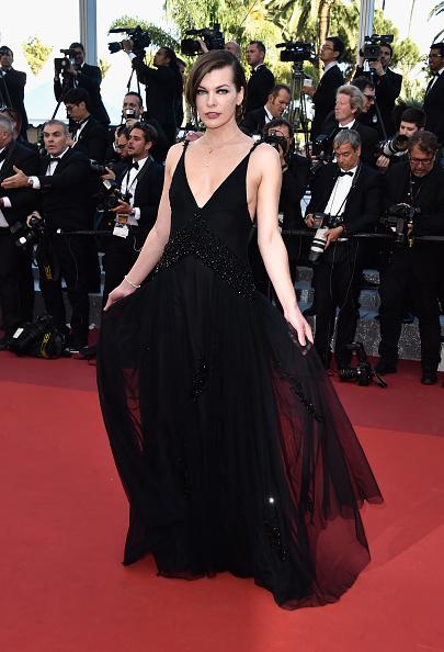 ミラ・ジョヴォヴィッチ「'The Last Face' - Red Carpet Arrivals - The 69th Annual Cannes Film Festival」:写真・画像(3)[壁紙.com]