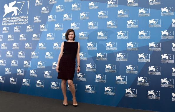 ミラ・ジョヴォヴィッチ「'Cymbeline' - Photocall - 71st Venice Film Festival」:写真・画像(10)[壁紙.com]