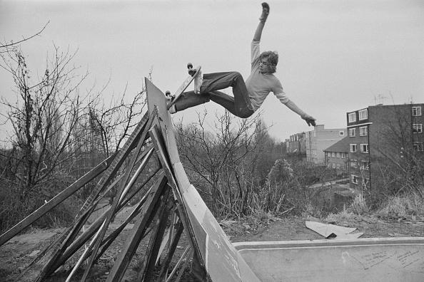 Youth Culture「Skater practicing on a DIY ramp」:写真・画像(2)[壁紙.com]
