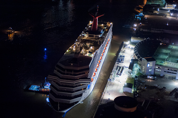 Success「Crippled Carnival Cruise Ship Arrives In Mobile」:写真・画像(13)[壁紙.com]