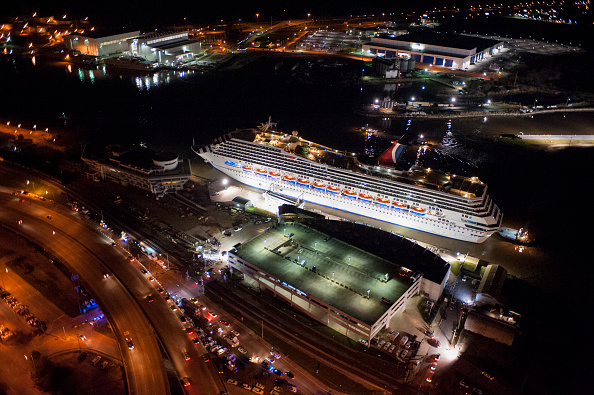 Ship「Crippled Carnival Cruise Ship Arrives In Mobile」:写真・画像(12)[壁紙.com]