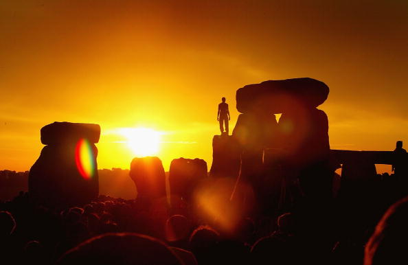 Sunlight「Day Of Summer Solstice Celebrated In Stonehenge」:写真・画像(16)[壁紙.com]