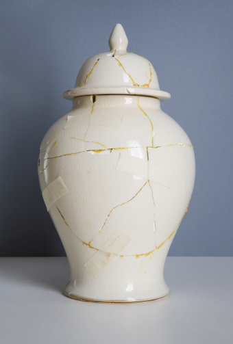 Deterioration「Broken vase, repaired with glue and masking tape」:スマホ壁紙(4)