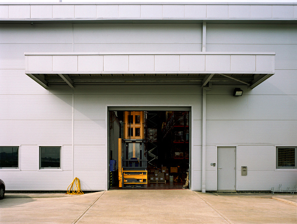 Door「Forklift within Entrance to Warehouse」:写真・画像(9)[壁紙.com]