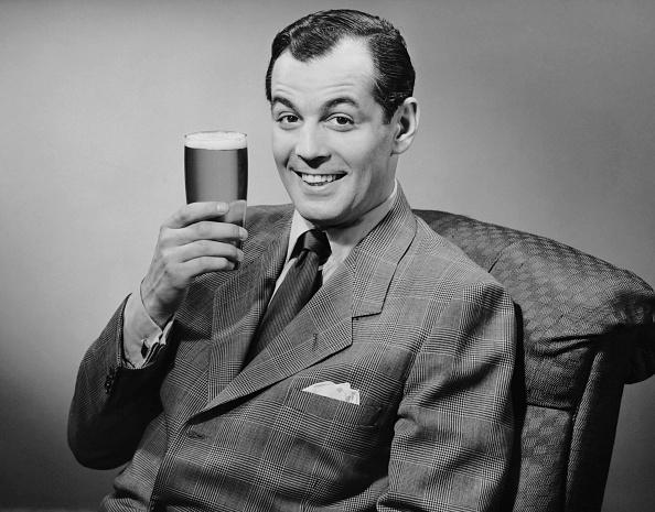 リラクゼーション「Man sitting & having a beer」:写真・画像(17)[壁紙.com]