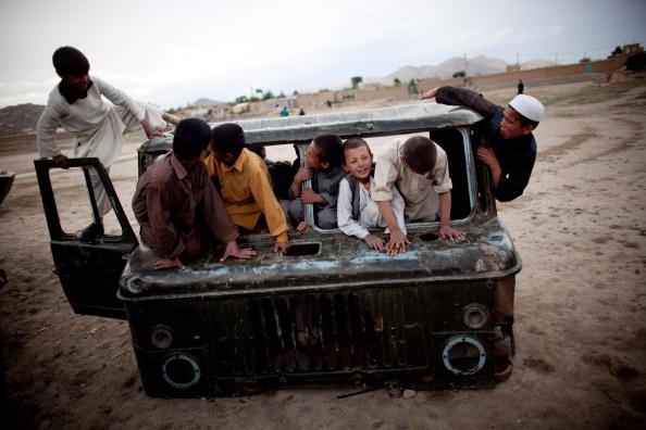 Kabul「Pashtun Tribesmen and Chidren Living On The Outskirts Of Kabul」:写真・画像(6)[壁紙.com]