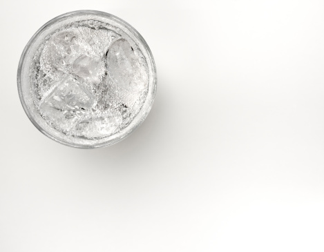 Carbonated drink「A glass of sparkling water with ice」:スマホ壁紙(1)