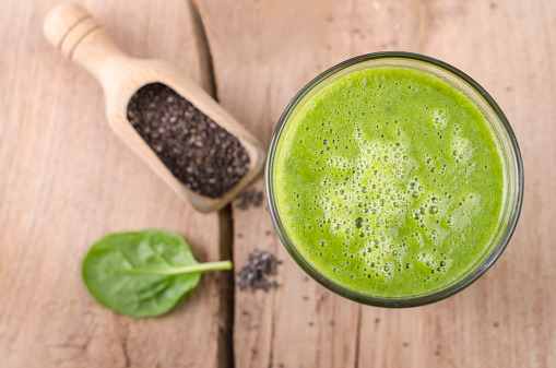 Smoothie「Glass of spinach smoothie, shovel of chia seeds and spinach leaf on wood」:スマホ壁紙(1)
