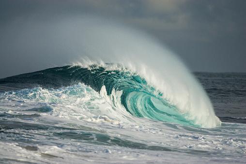 Wave「Wave breaking in ocean」:スマホ壁紙(16)
