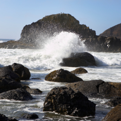 Cannon Beach「Wave breaking over rocks」:スマホ壁紙(3)