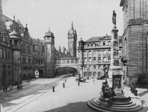Architectural Feature「Frankfurt Square」:写真・画像(2)[壁紙.com]