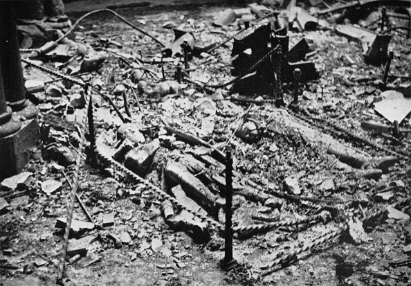 Ruined「Two Of The Effigies Of The Knights In The Round Of The Temple Church, Gutted By Fire, 1941'.」:写真・画像(17)[壁紙.com]