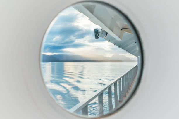 Porthole view of Glacier Bay National Park from a cruise ship:スマホ壁紙(壁紙.com)