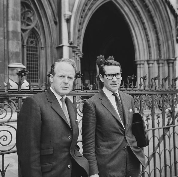 Harold Clements「Desmond Wilcox Outside High Court」:写真・画像(13)[壁紙.com]