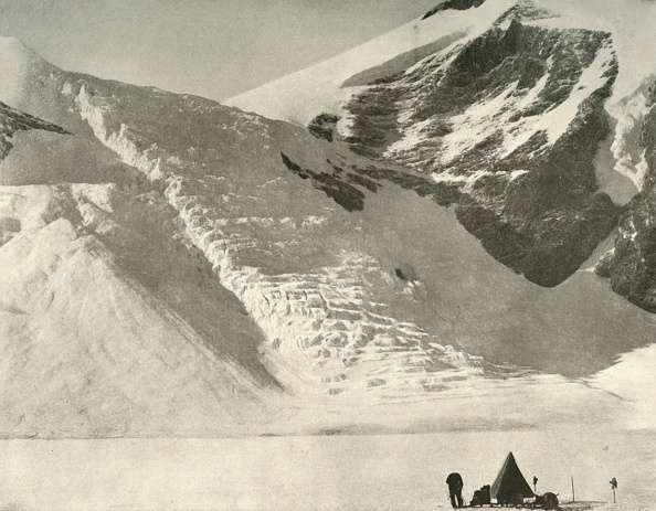 Snow「Western Partys Camp On December 28 Below A Hanging Glacier At The Cathedral Rocks 1」:写真・画像(7)[壁紙.com]