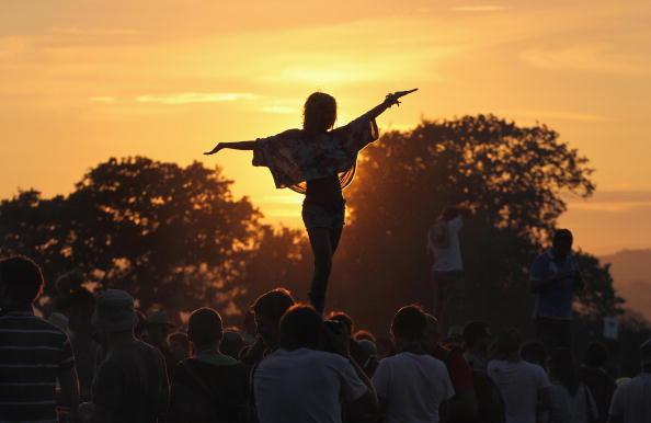 Festival Goer「Fans Arrive For The 40th Anniversary Glastonbury Music Festival」:写真・画像(19)[壁紙.com]