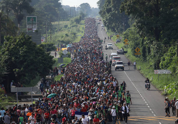 Migrant Caravan Crosses Into Mexico:ニュース(壁紙.com)