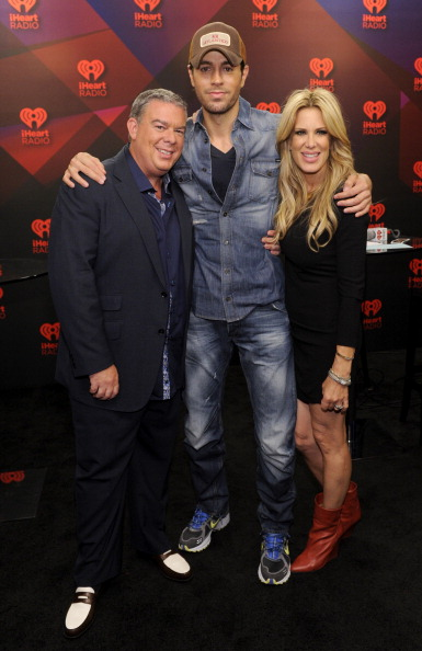 Enrique Iglesias - Singer「2012 iHeartRadio Music Festival - Day 2 - Elvis Duran Broadcast Room」:写真・画像(15)[壁紙.com]