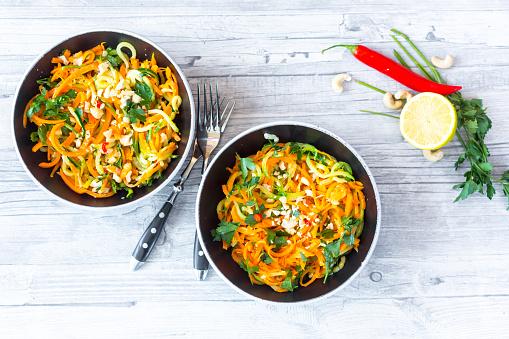 ニンジン「Garnished vegetable noodles in bowls」:スマホ壁紙(6)