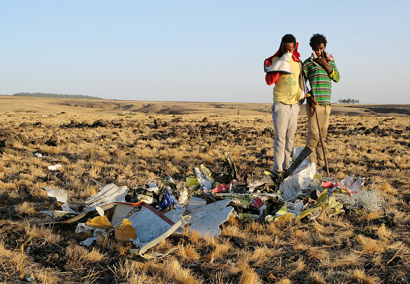 Commercial Airplane「Workers Attend The Crash Site Of Ethiopian Airlines ET302 Flight To Nairobi」:写真・画像(17)[壁紙.com]