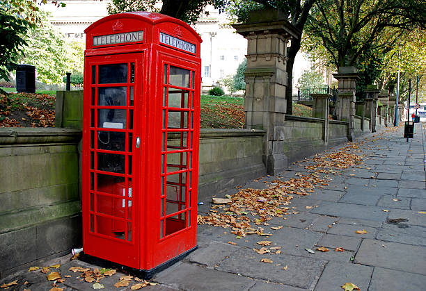 English telephone booth:スマホ壁紙(壁紙.com)