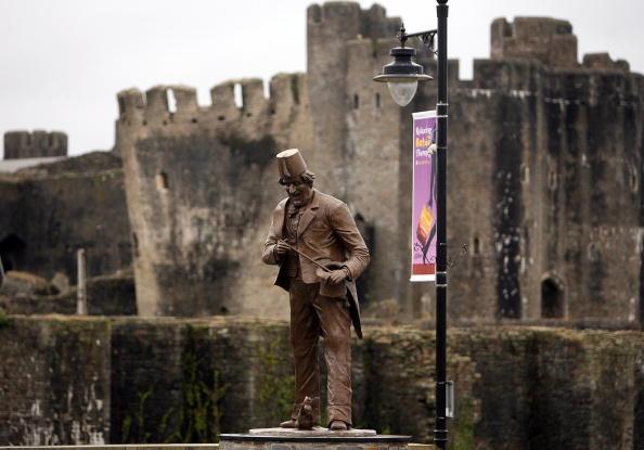 Magic Kingdom「Anthony Hopkins Unveils Statue Of Tommy Cooper」:写真・画像(8)[壁紙.com]