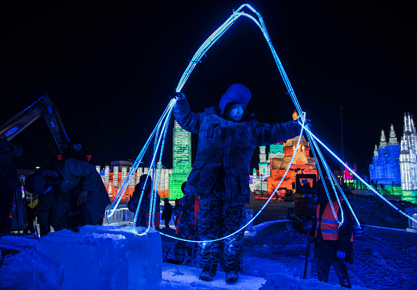 Ice Sculpture「Workers In China Prepare For World's Largest Ice Festival」:写真・画像(17)[壁紙.com]
