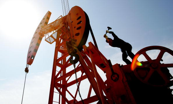 Crude Oil「Chinese Laborers Work At An Oil Well In Hejian」:写真・画像(13)[壁紙.com]