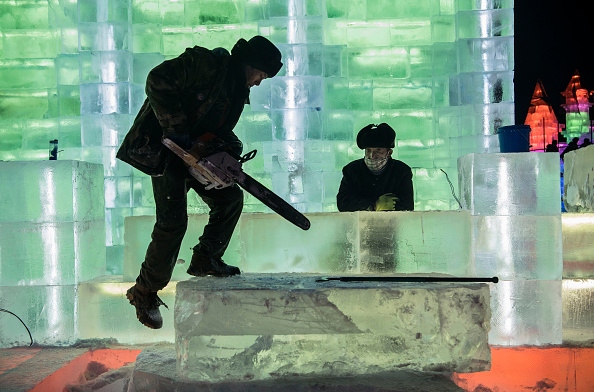 Ice Sculpture「Workers In China Prepare For World's Largest Ice Festival」:写真・画像(16)[壁紙.com]