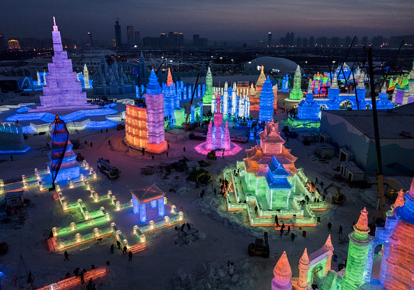 雪まつり「Workers In China Prepare For World's Largest Ice Festival」:写真・画像(18)[壁紙.com]