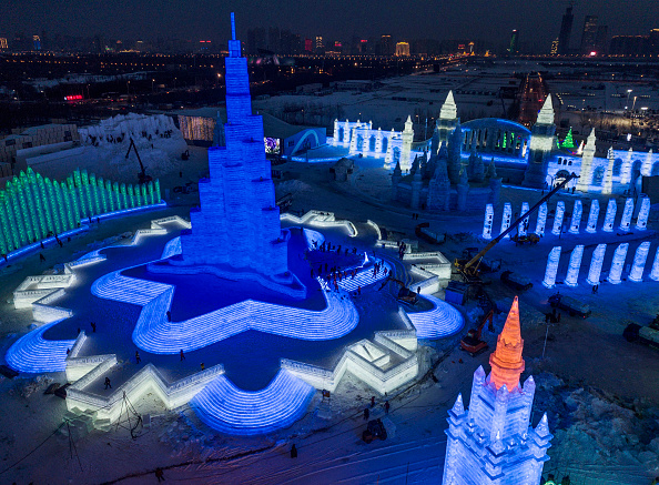 雪まつり「Workers In China Prepare For World's Largest Ice Festival」:写真・画像(17)[壁紙.com]