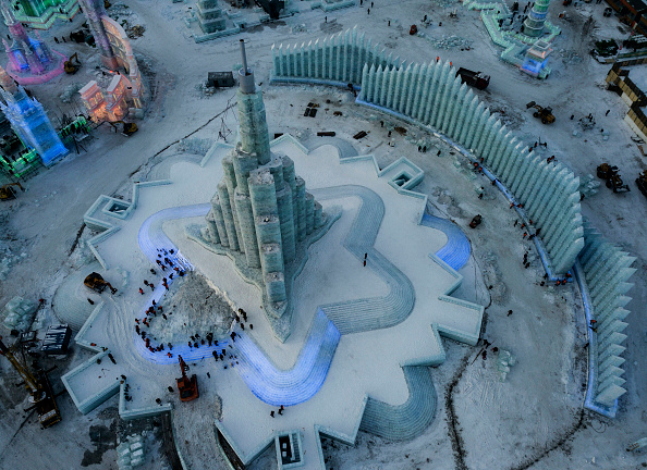 雪まつり「Workers In China Prepare For World's Largest Ice Festival」:写真・画像(19)[壁紙.com]